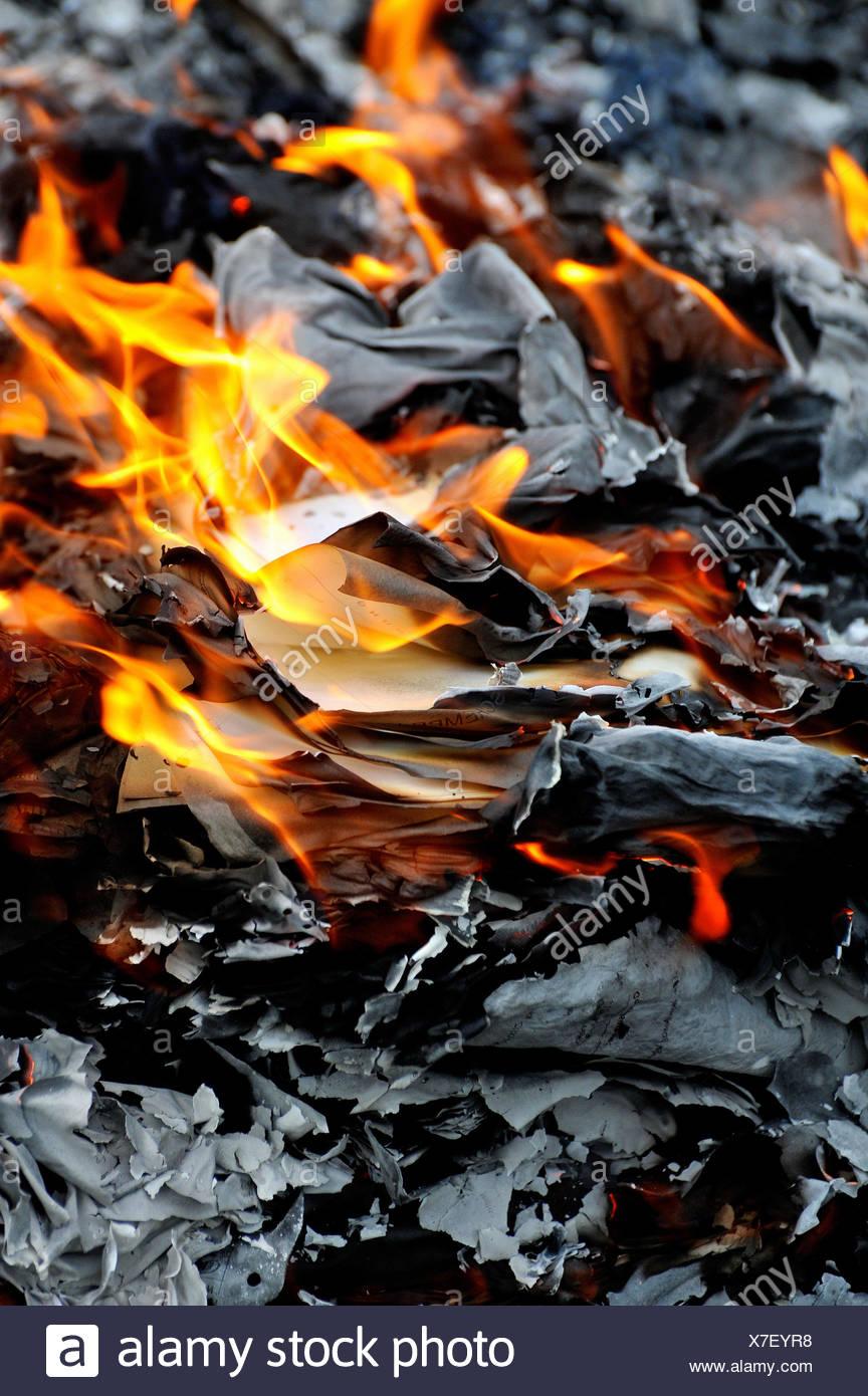 burning paper stockfotos burning paper bilder alamy. Black Bedroom Furniture Sets. Home Design Ideas
