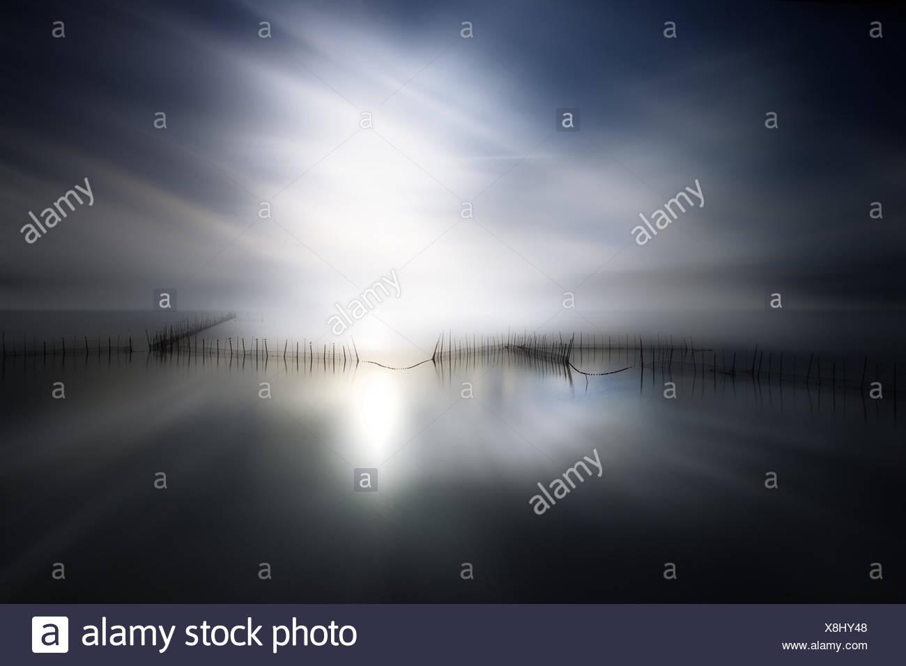 Sonnenlicht auf See Stockbild