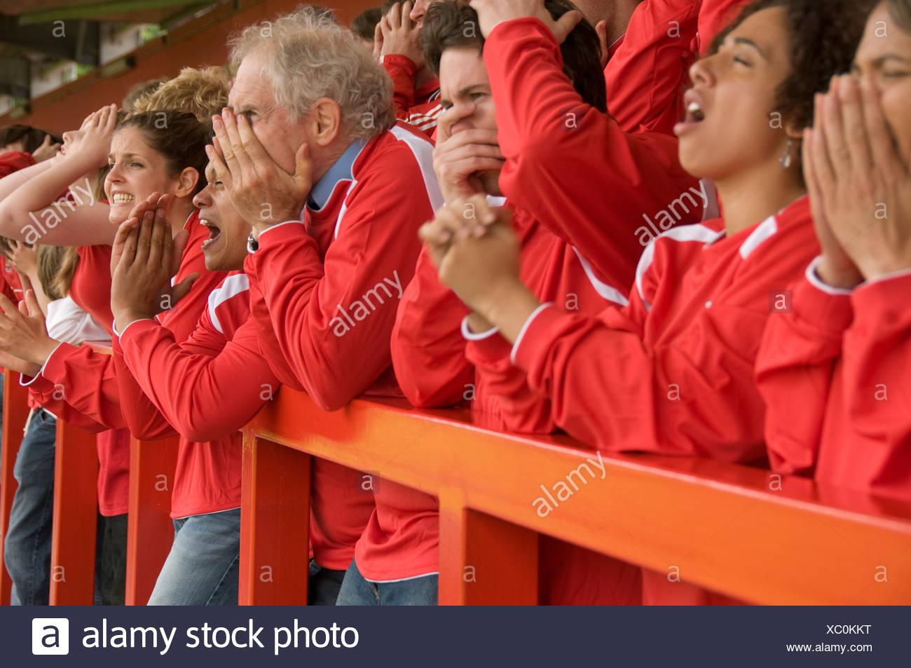 Gruppe der frustrierte Fußballfans Stockbild