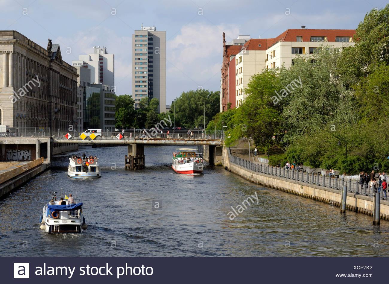 Nikolaiviertel Bezirk mit Spree Fluss, Berlin, Deutschland, Europa Stockbild
