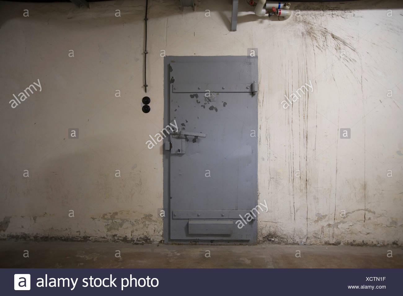 Gedenkstätte Berlin-Hohenschönhausen, ehemalige Gefängnis des DDR Geheimdienstes, gesperrt Zelle Tür, Berlin, Deutschland, Europa Stockbild