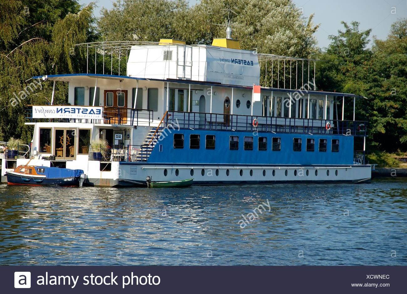 Boot auf der Spree, Berlin, Deutschland Stockbild