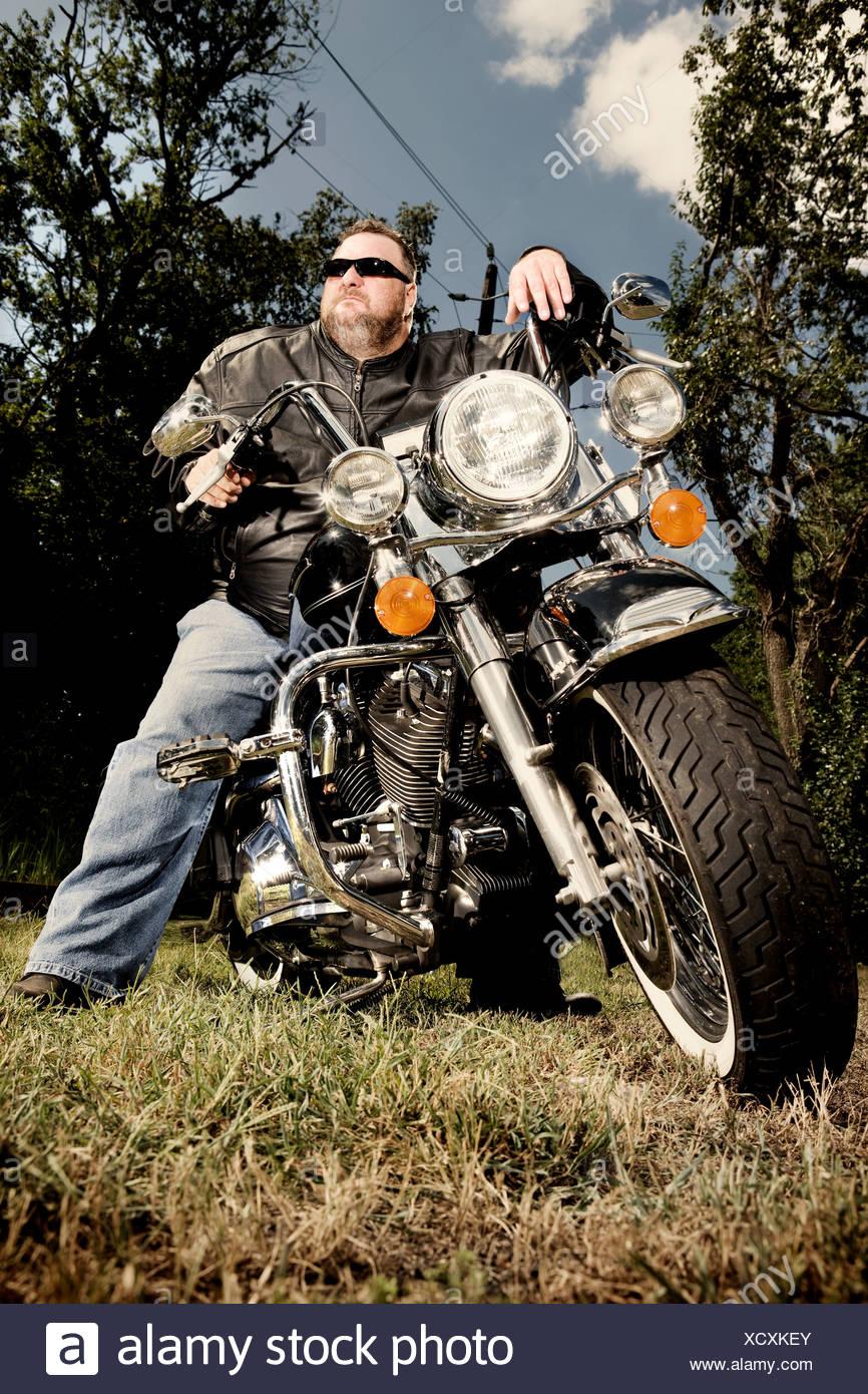 Porträt eines Bikers auf Motorrad Stockbild