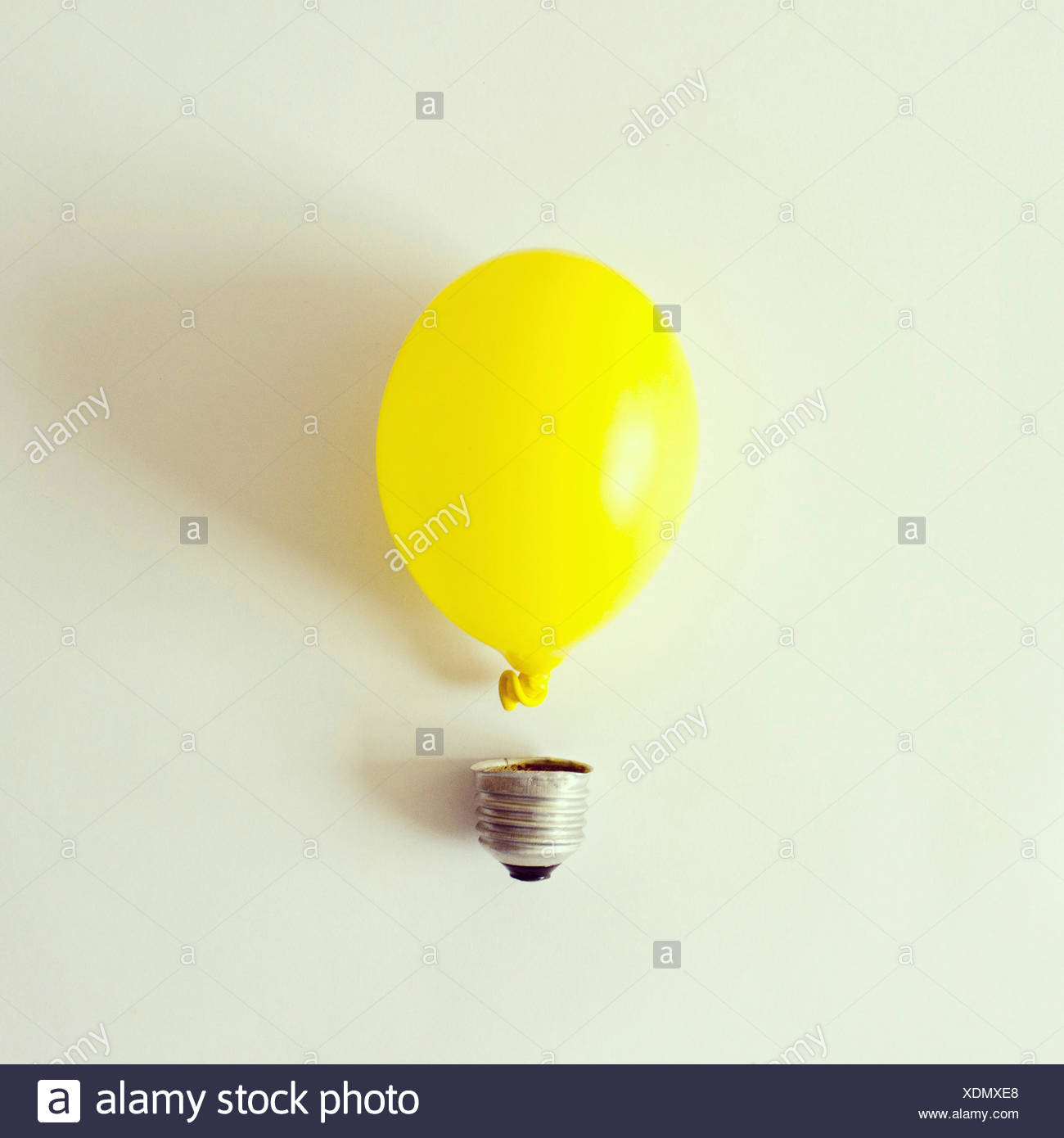 Studioaufnahme von konzeptionellen Glühbirne Stockbild