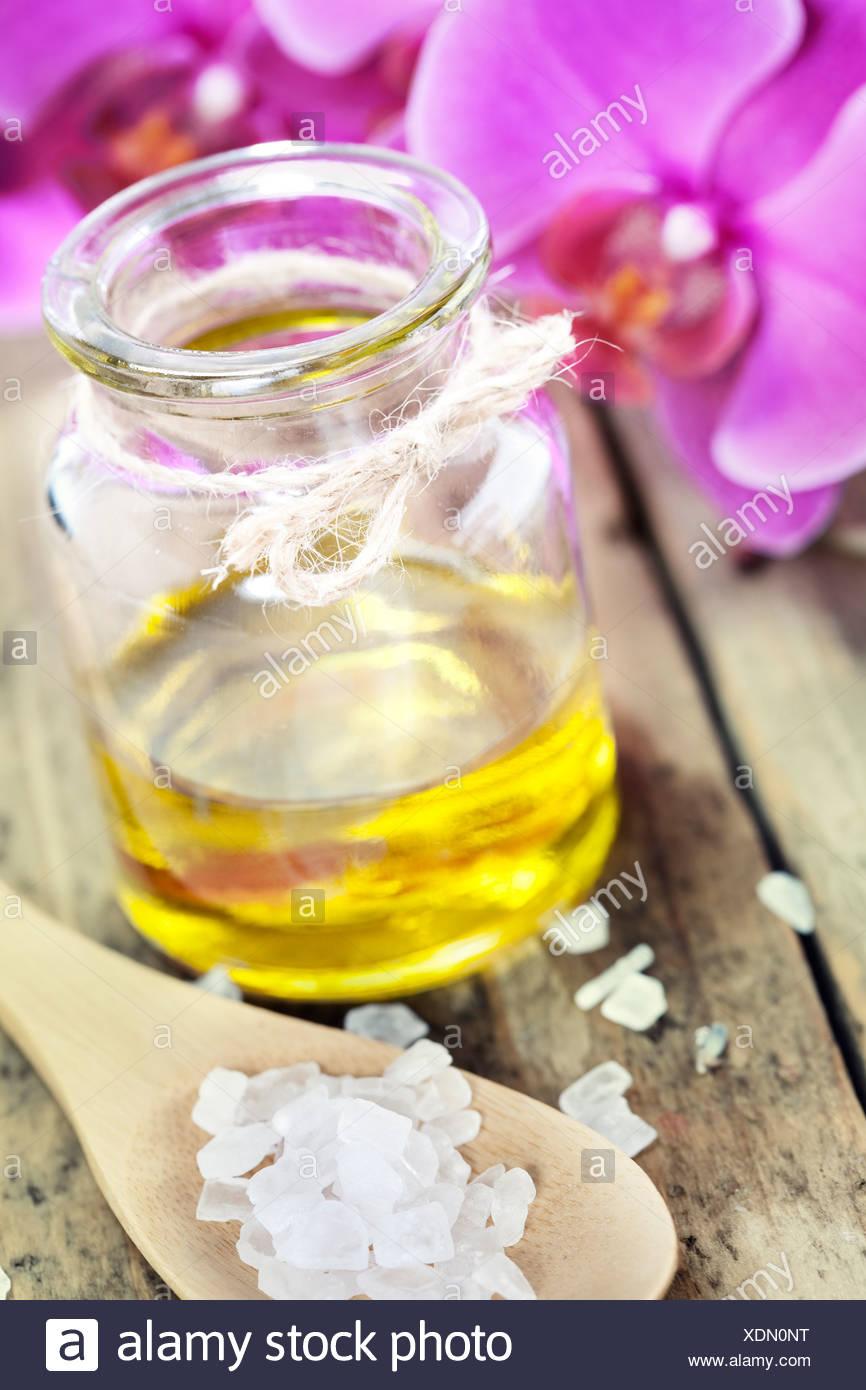 Spa-Einstellungen (wesentliche Oill, Meersalz und Orchidee) Stockbild