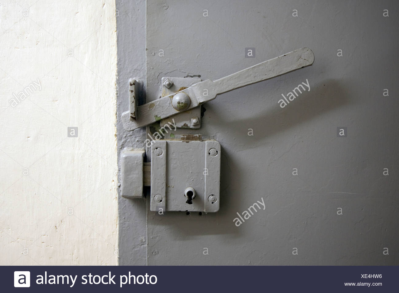 Schloss und Schlüssel, Gedenkstätte Berlin-Hohenschönhausen, ehemaliges Gefängnis der DDR Geheimdienst, Berlin, Deutschland, Europa Stockbild