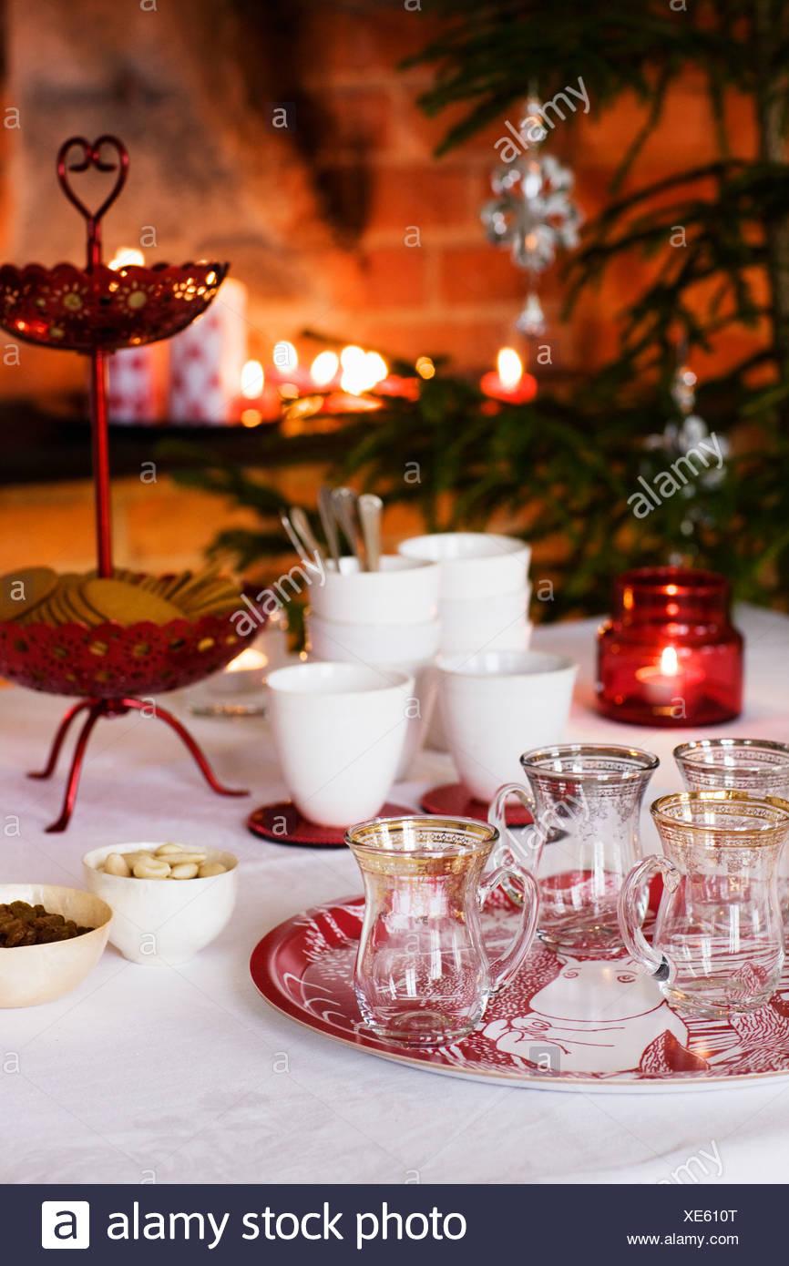 Tabelle für Weihnachtsessen vorbereitet Stockbild
