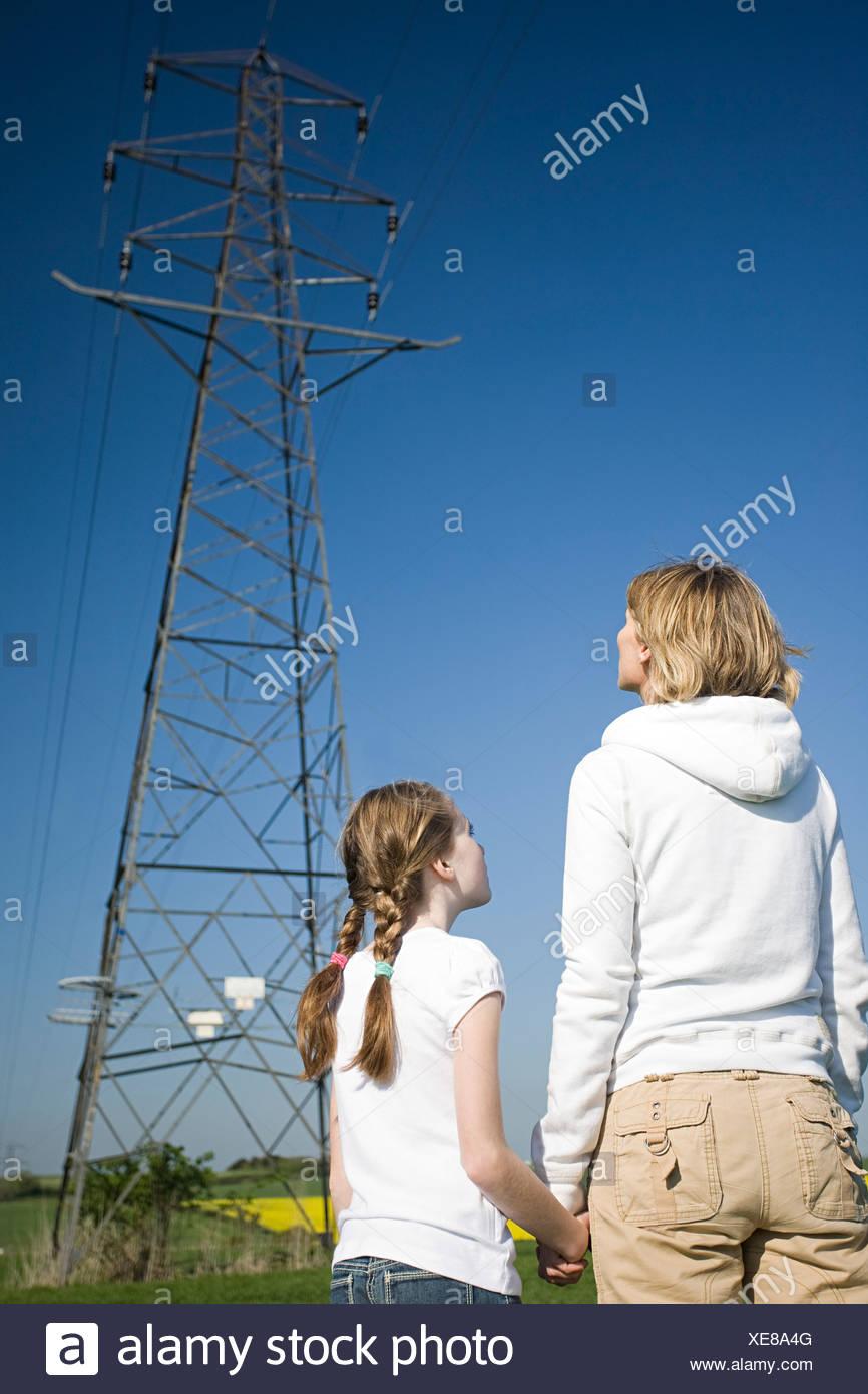 Mutter und Tochter von pylon Stockbild