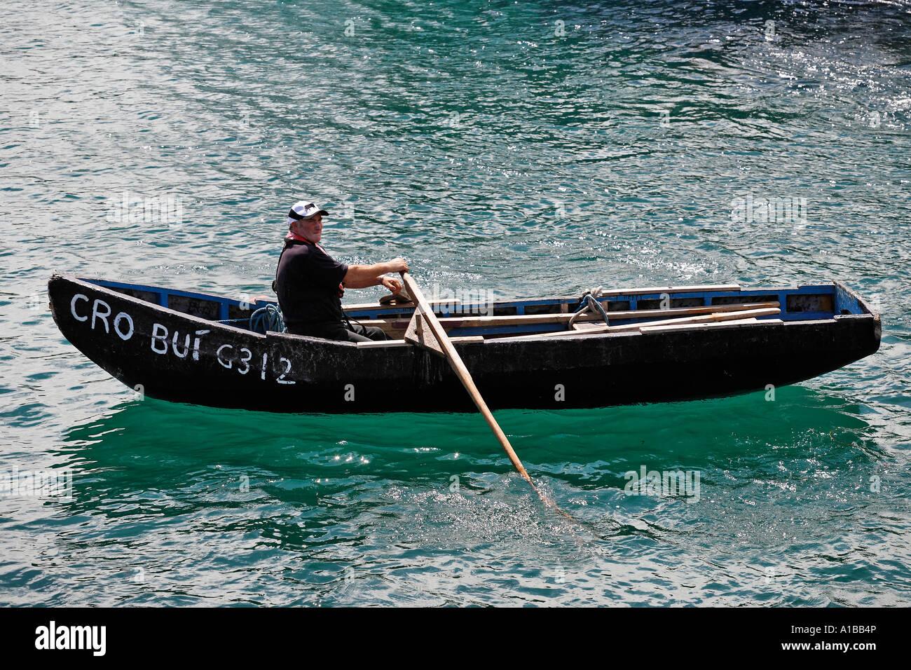 [Imagen: curragh-es-una-tipica-embarcacion-tradic...a1bb4p.jpg]