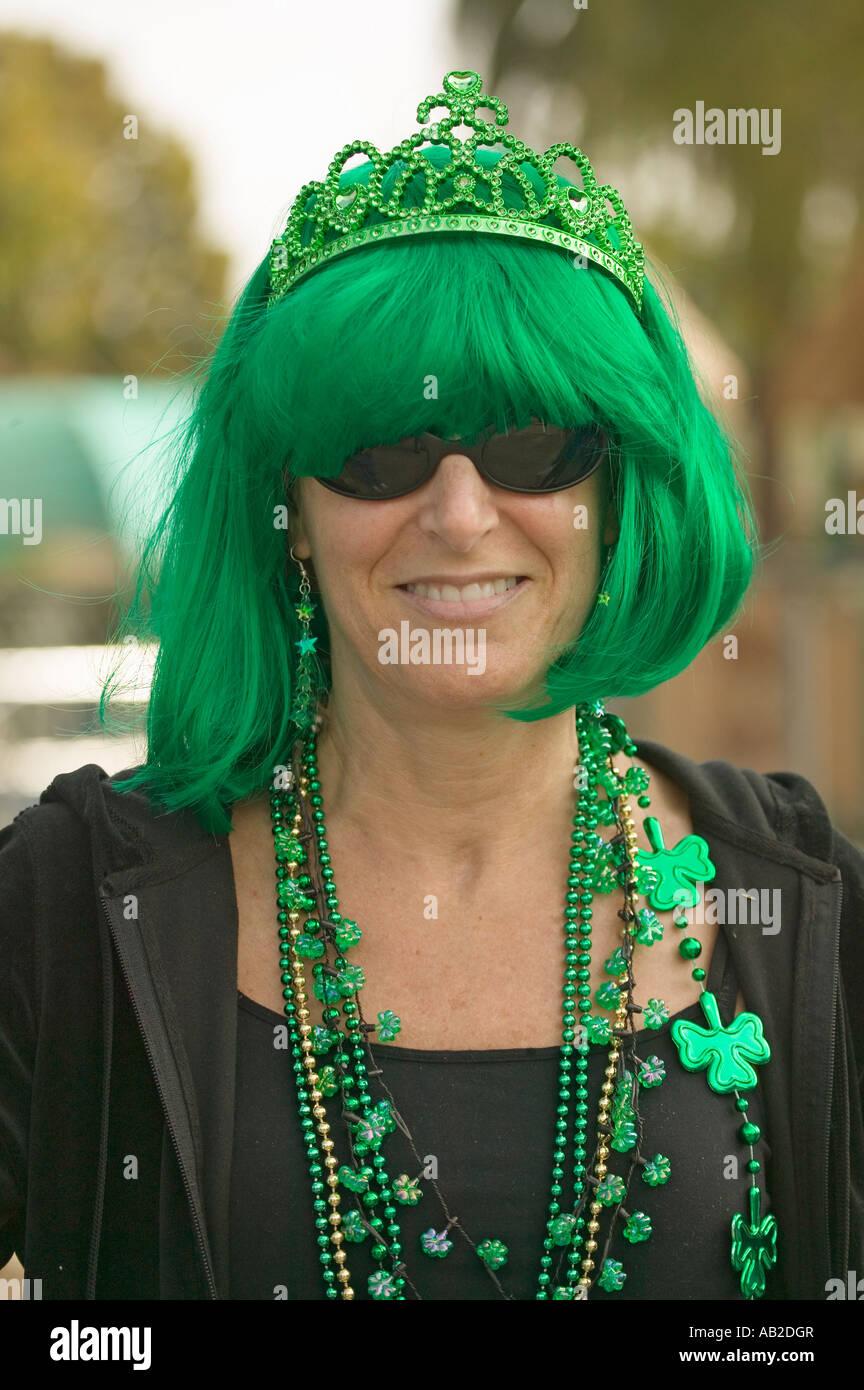 Sonar con una mujer vestida de verde