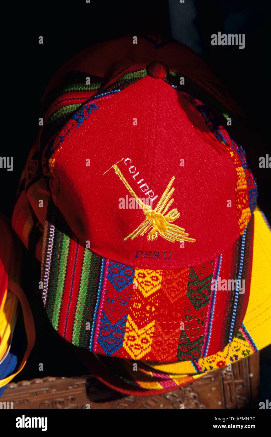 Colorido Perú gorra de béisbol en un establo d8f5653494a