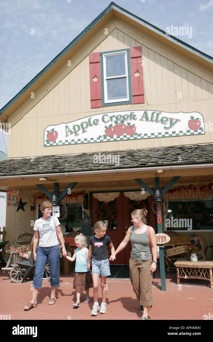 Indiana Shipshewana East Middlebury Street Apple Creek Alley Amish tienda  de regalos a0e486d6cf6