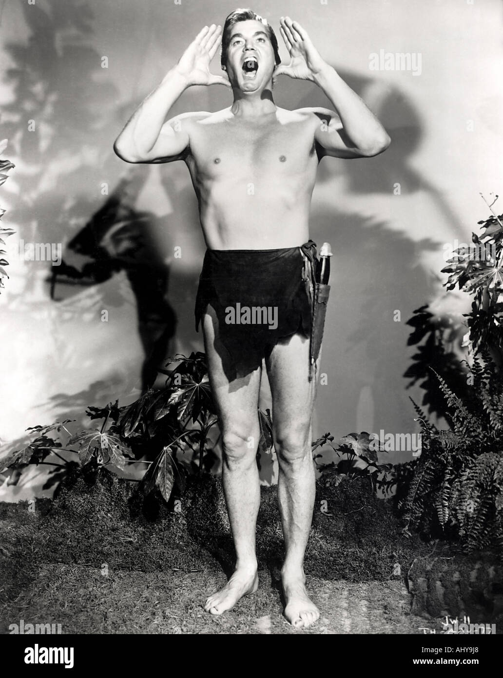El payaso Pagliacci y la importancia de ser lo que pareces Las-ape-man-tarzan-johnny-weissmuller-en-la-pelicula-de-1932-ahy9j8