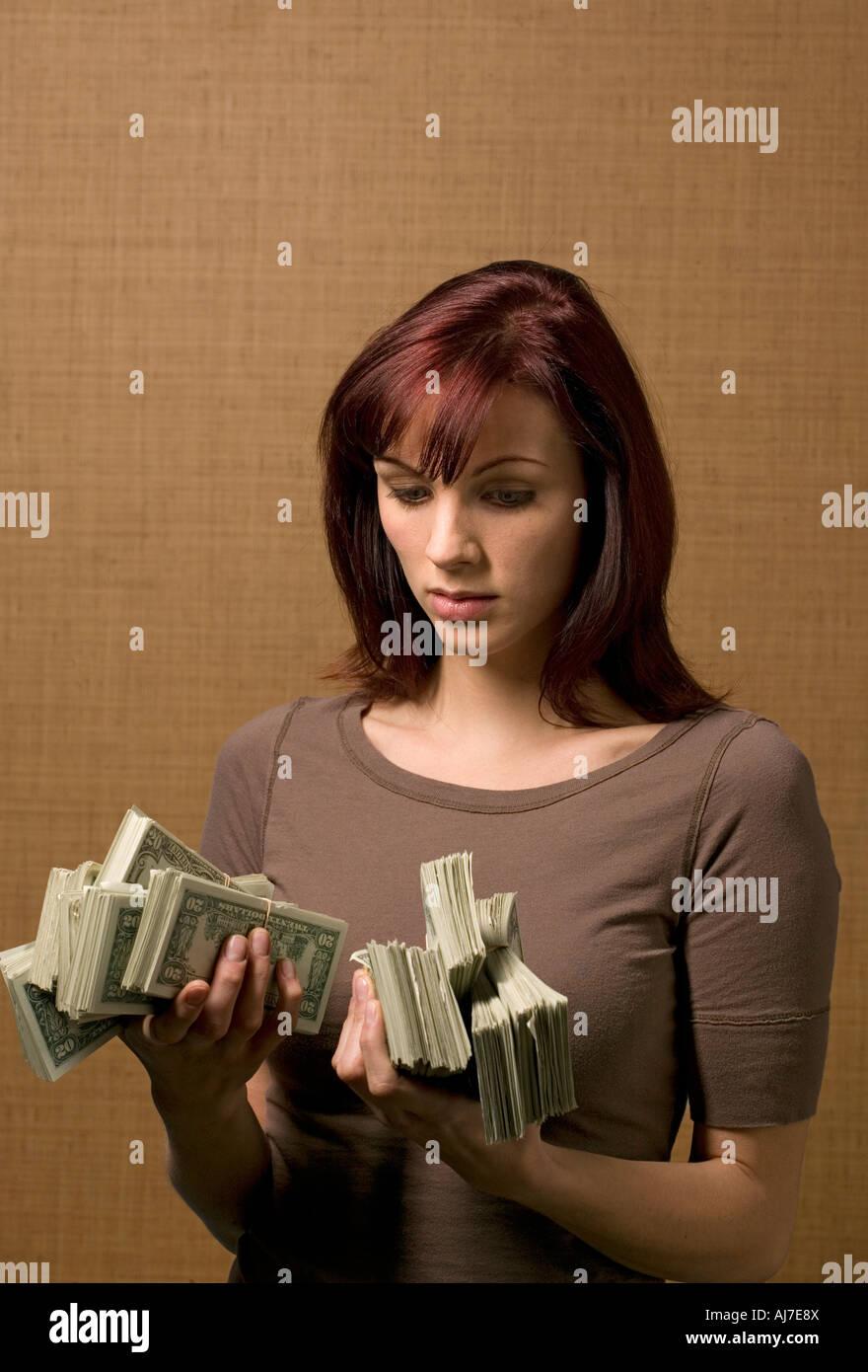 dinero escolta cabello rojo