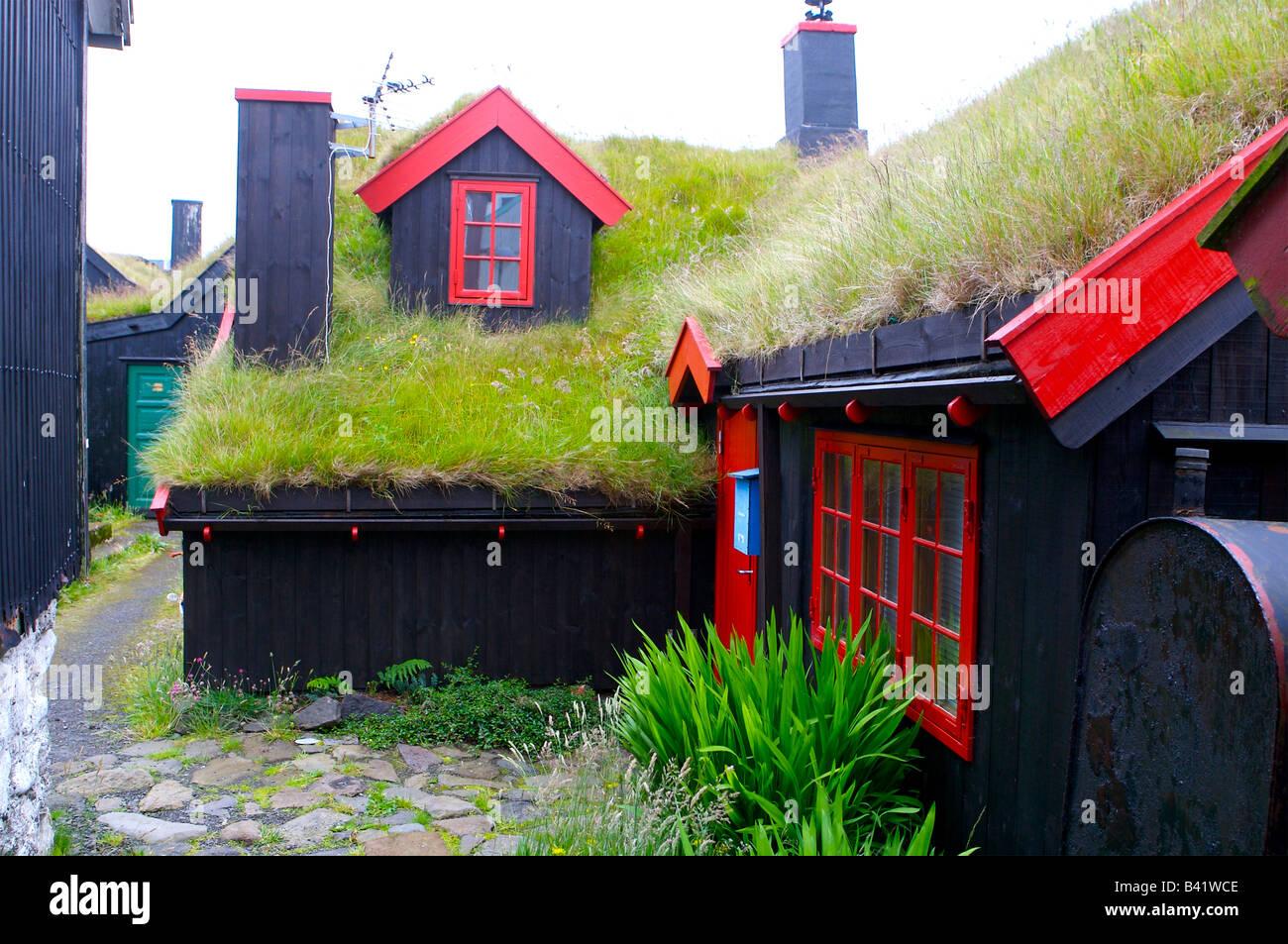 Cottage toop techo aislante en forma de hierba y el turf - Islas Faroe Islands Imagen De Stock