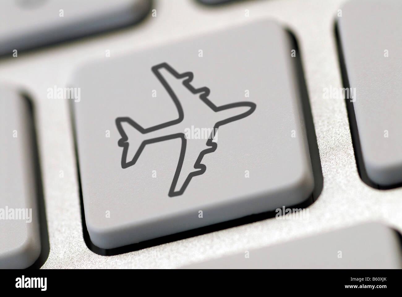 Teclado de ordenador con un avi n s mbolo imagen - Foto teclado ordenador ...