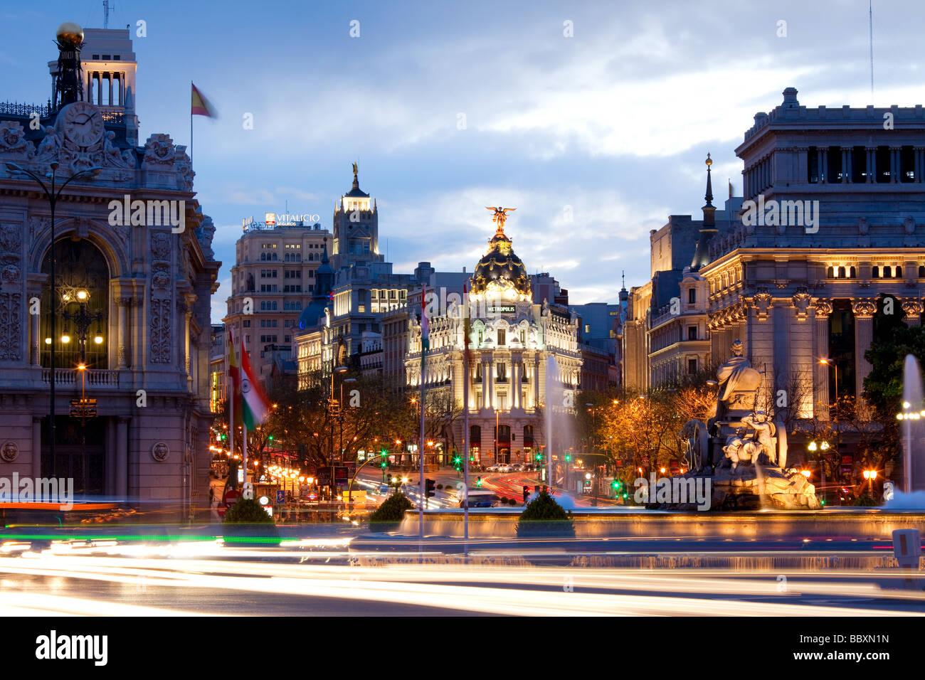 Vistas a la Plaza de Cibeles hacia la Gran Via Madid España Foto de stock
