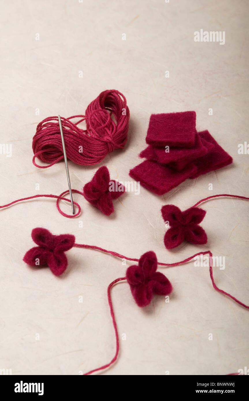 Hacer Flores De Lana Encogida Foto Imagen De Stock 30684126 Alamy - Como-hacer-una-flor-de-lana