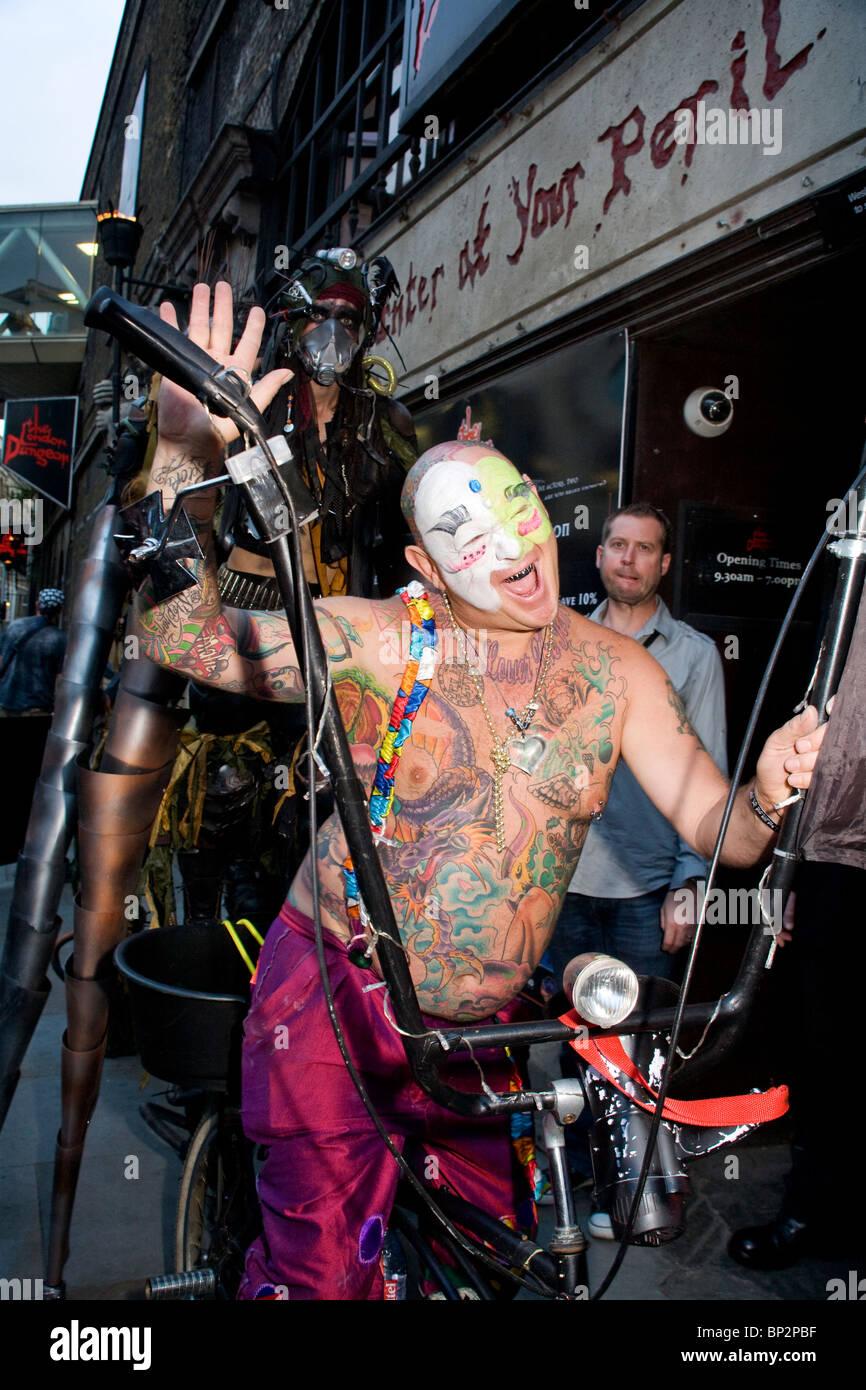 alice cooper noche de halloween de miedo freak actuar concurso en el london dungeon freak artistas compitiendo por el espectculo