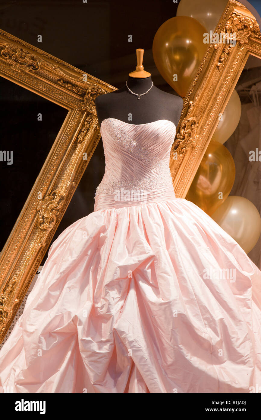Display Wedding Dress Imágenes De Stock & Display Wedding Dress ...