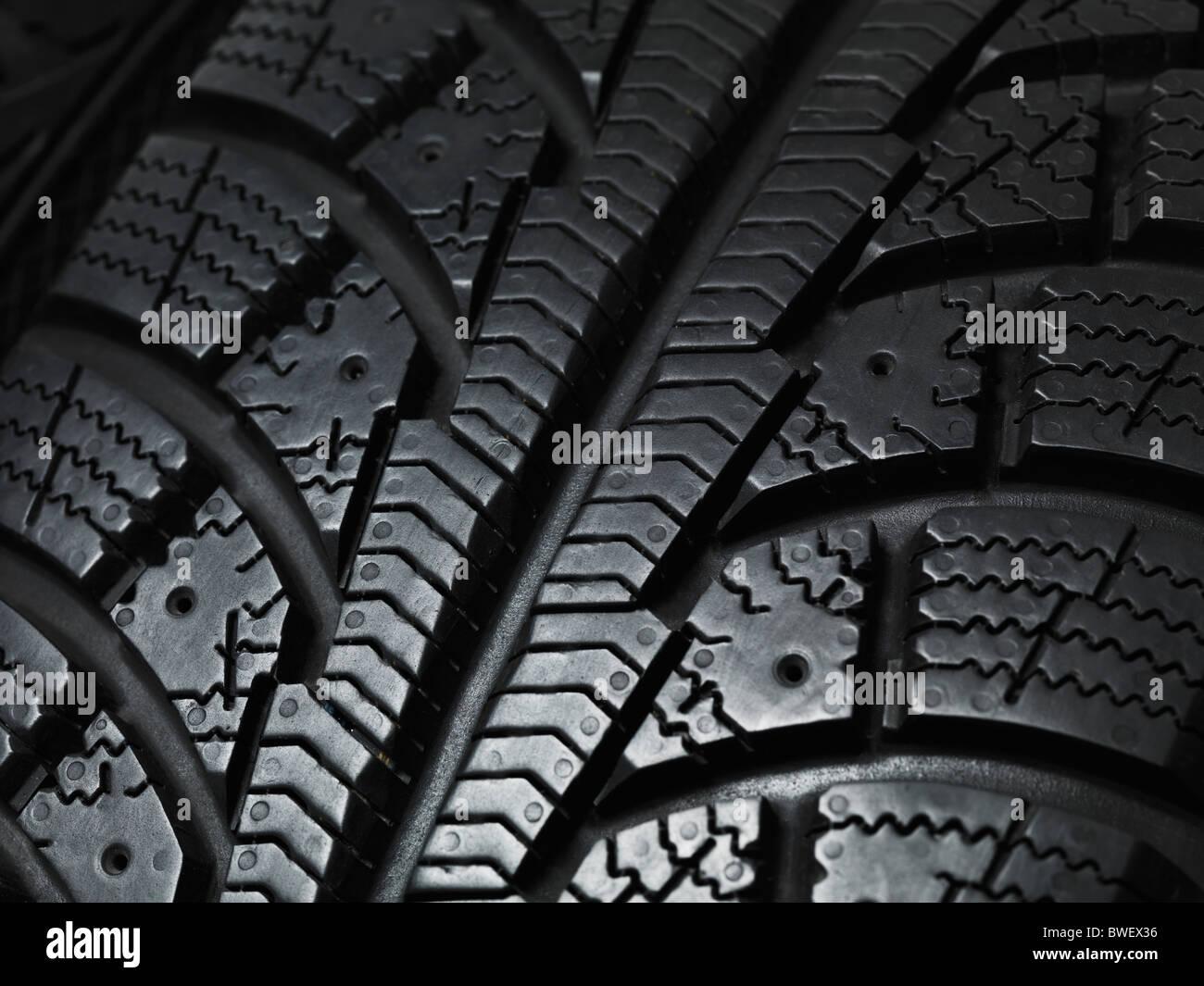 Primer plano de una banda de rodadura de los neumáticos de invierno la textura Imagen De Stock