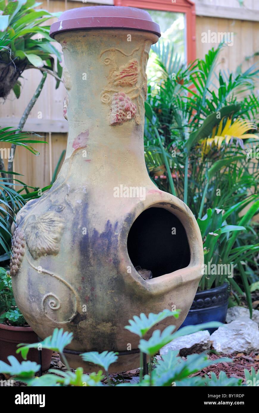 Chimenea Jardin Exterior Foto Imagen De Stock 33846450 Alamy - Chimenea-jardin