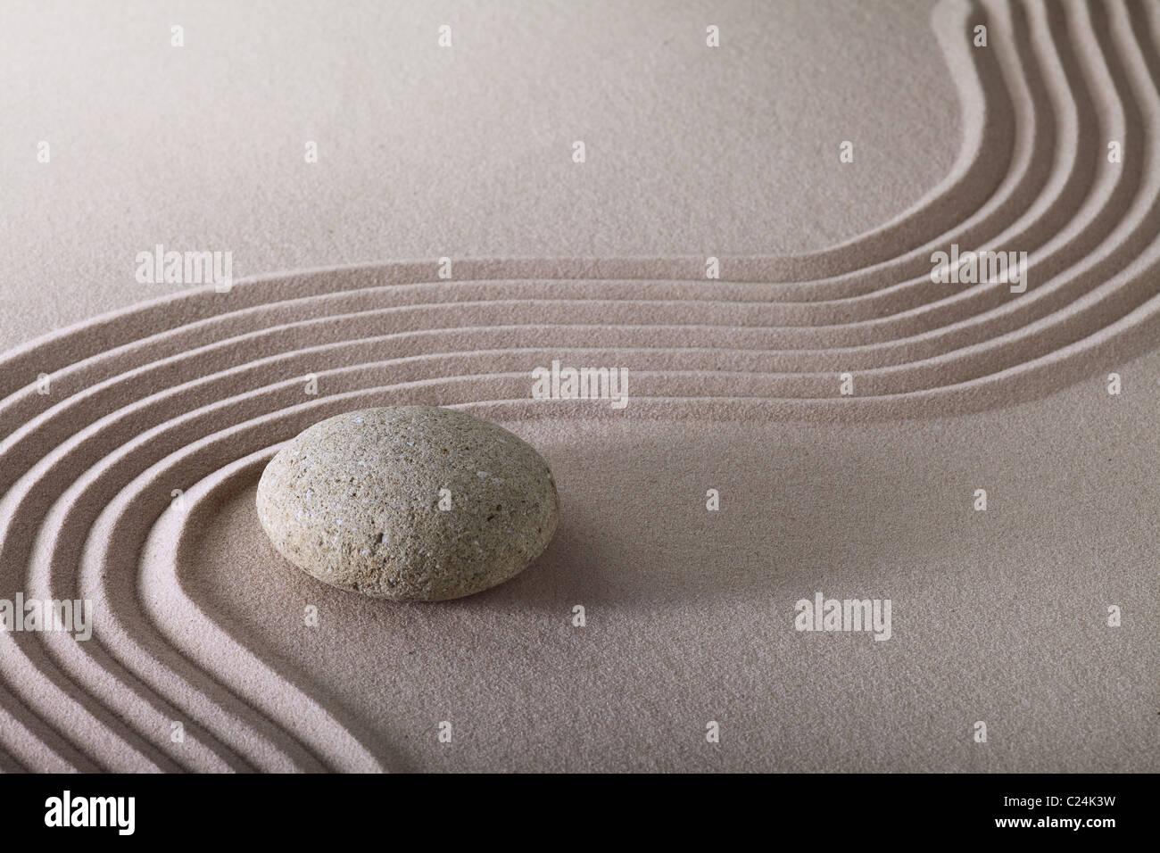 Jard n zen jard n japon s zen stone con raked arena y - Arena jardin zen ...