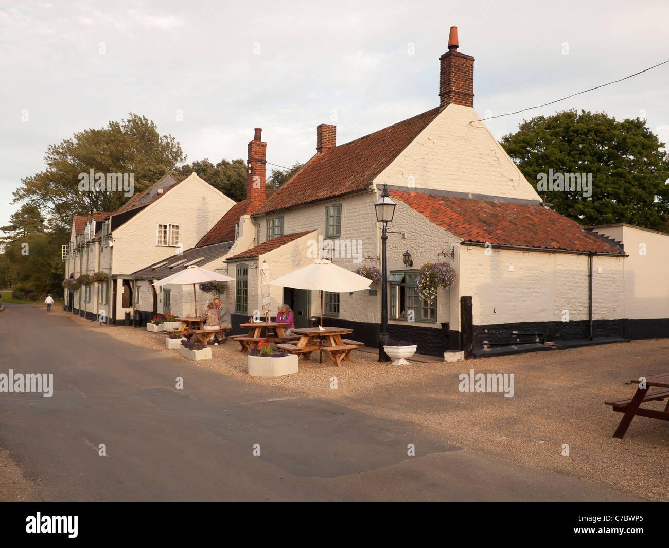 El Bote Salvavidas Inn, un pub popular e histórico hotel y ...