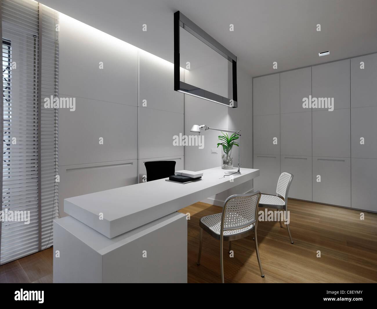 Interior de un espacio de oficina foto imagen de stock for Espacios de oficina