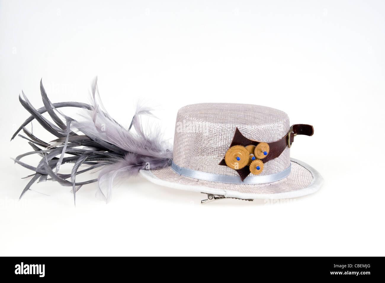 Steampunk accesorios mujer del sombrero sobre fondo blanco Foto ... 766cee802f5