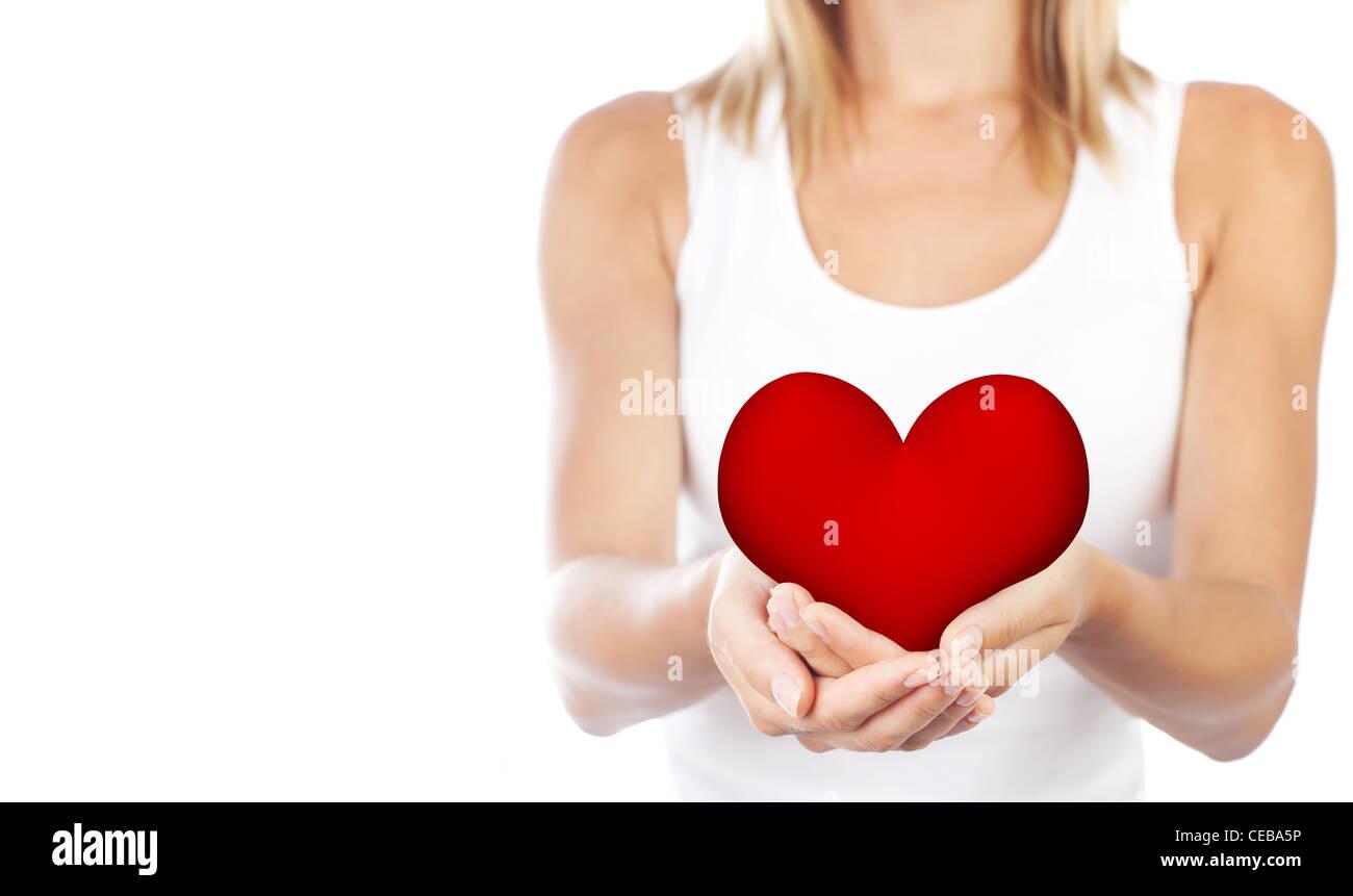 Mujer saludable la celebración de corazón en manos, cuerpo hembra ...