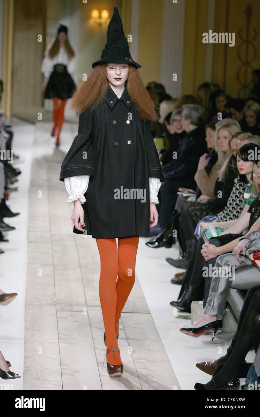 Luella Londres listo para vestir traje estilo Otoño Invierno Bruja sombrero  cónico f5c898316f0