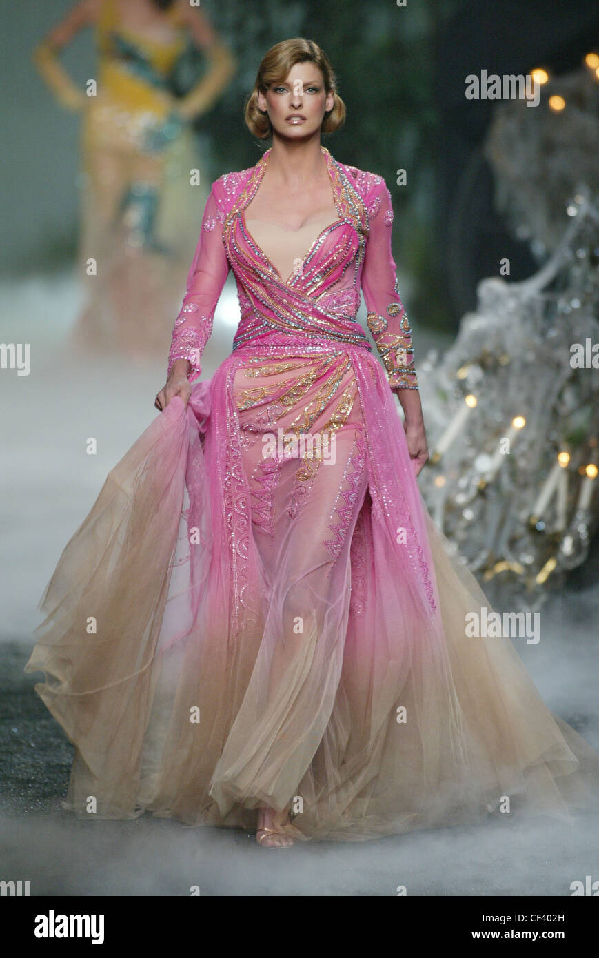 Chanel, Alta Costura de París con Linda Evangelista vestidos de ...