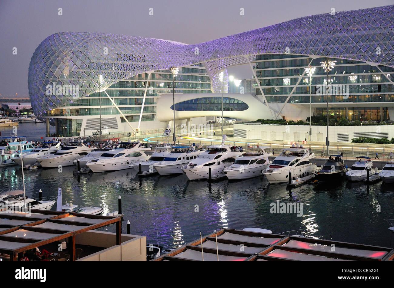 Circuito Yas Marina : Yas hotel and marina en la pista de fórmula uno en el circuito yas