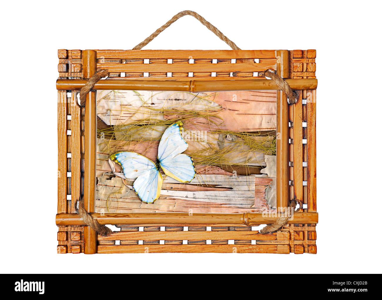 Marco de fotos de bambú con composición abstracta de mariposas ...