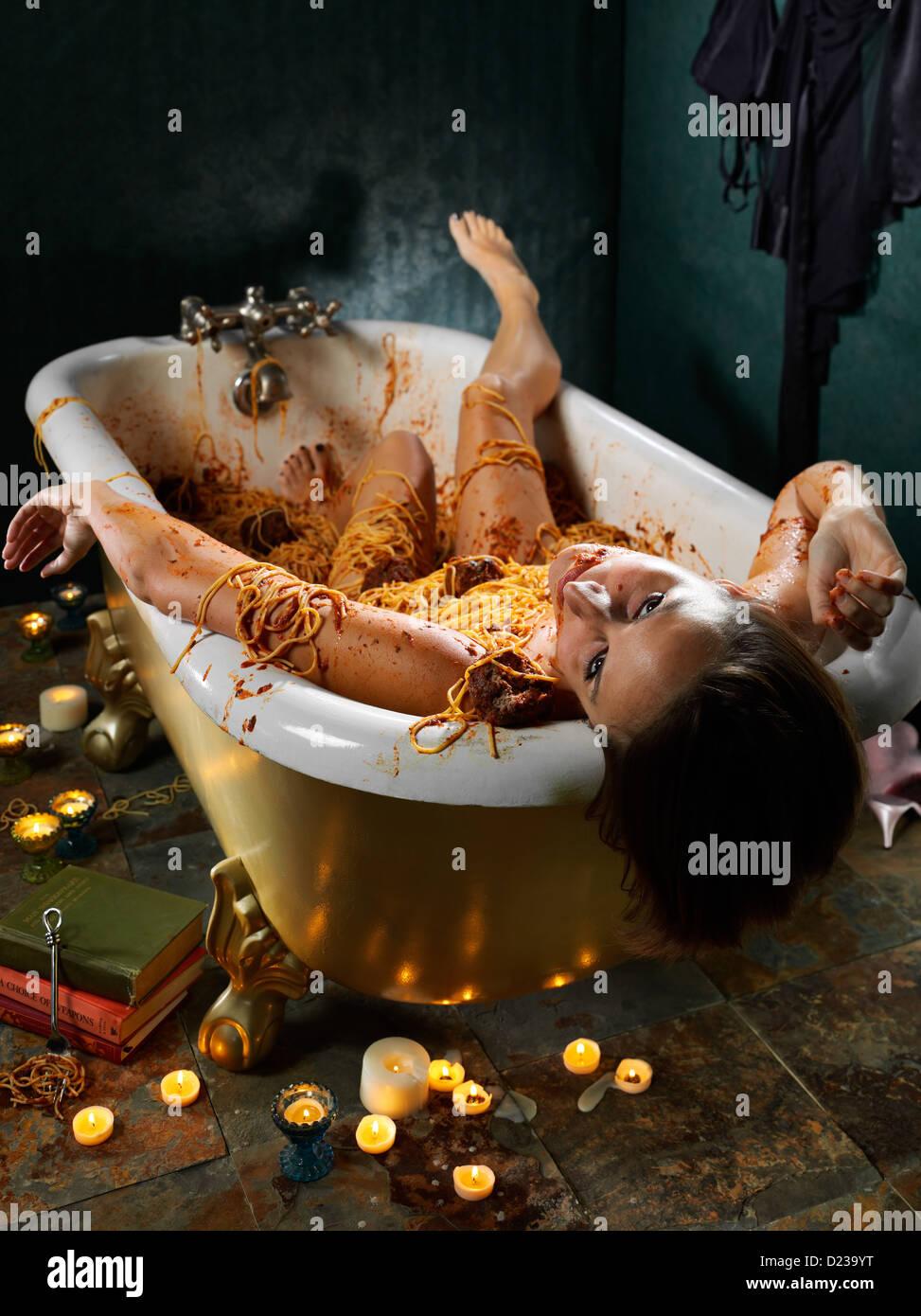 Los alimentos de la escena del crimen con la muerte por gula. Imagen De Stock