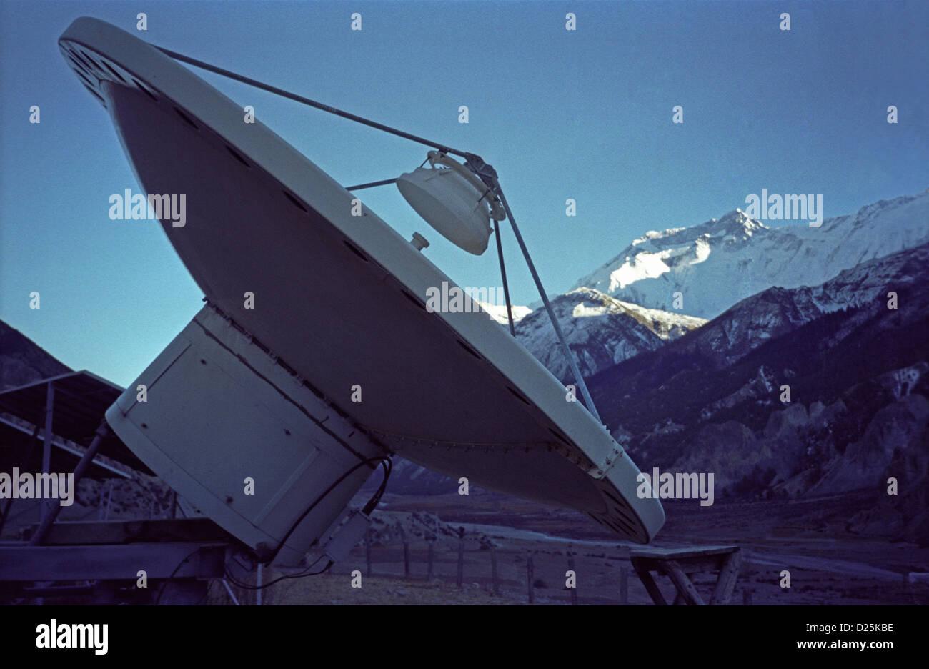 Circuito Y Servicios : Antena parabólica para servicios telefónicos supra manang aldea en