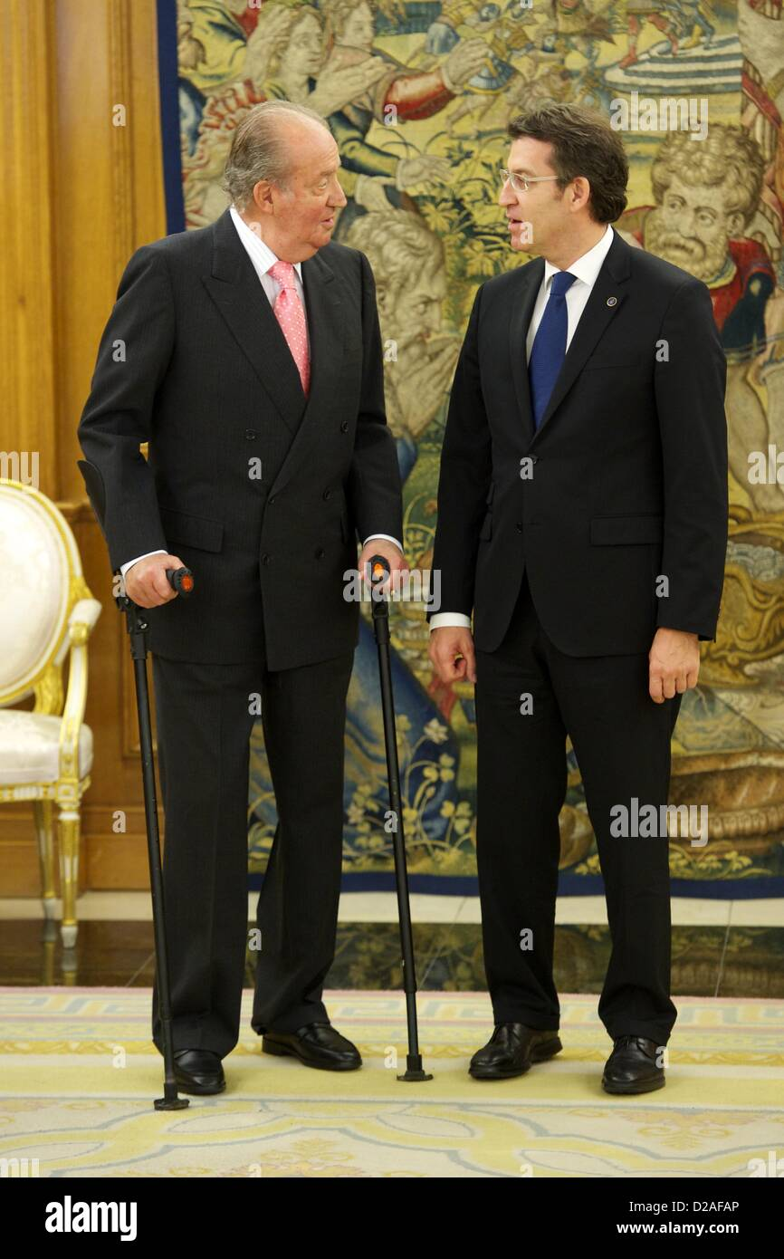 ¿Cuánto mide Alberto Núñez Feijoo? - Altura - Página 5 Enero-18-2013-madrid-espana-el-rey-juan-carlos-de-espana-asiste-a-una-audiencia-con-alberto-nunez-feijoo-presidente-de-la-xunta-de-galicia-en-el-palacio-de-la-zarzuela-de-madrid-credito-de-la-imagen-jack-abuin-zumapress-com-d2afap