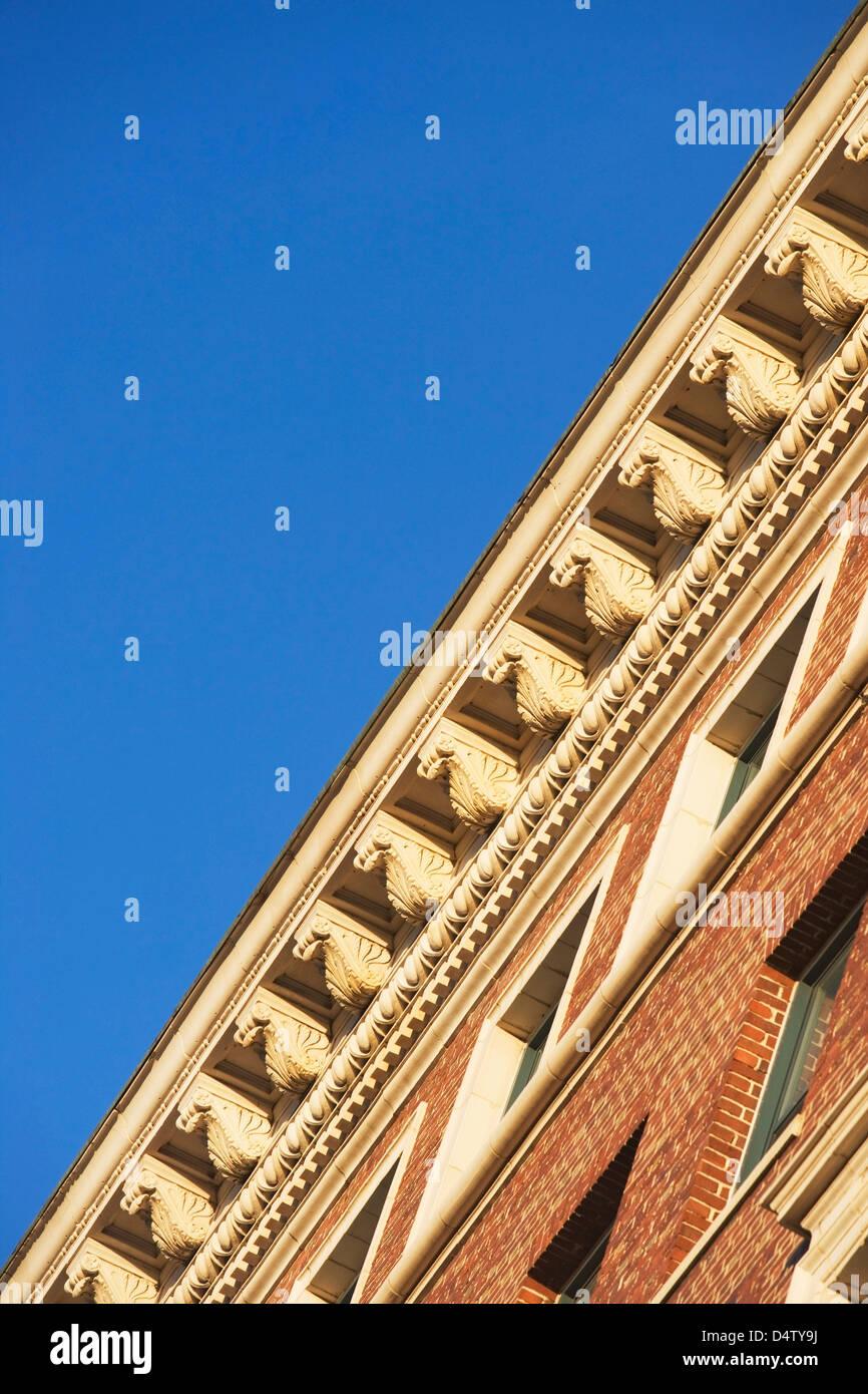 Ángulo de visión baja de la cornisa del techo Imagen De Stock