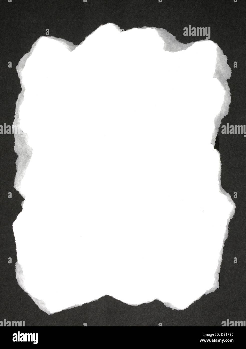 Marco de recorte de papel rasgado negro sobre un fondo blanco Foto ...