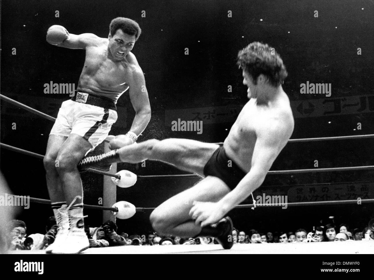 Abril 11, 1956 - Tokio, Japón - Muhammad Ali o Cassius Clay, como el boxeador peso pesado dominante en los Imagen De Stock