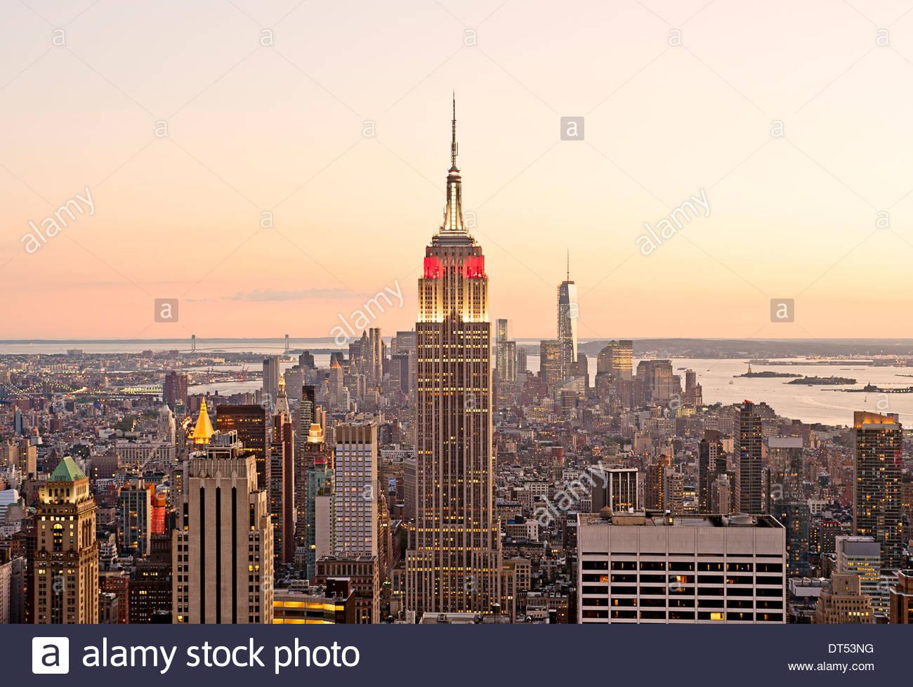 Horizonte de Nueva York Manhattan, Ciudad de Nueva York Edificio Empire State Vista de nuevo al atardecer Imagen De Stock