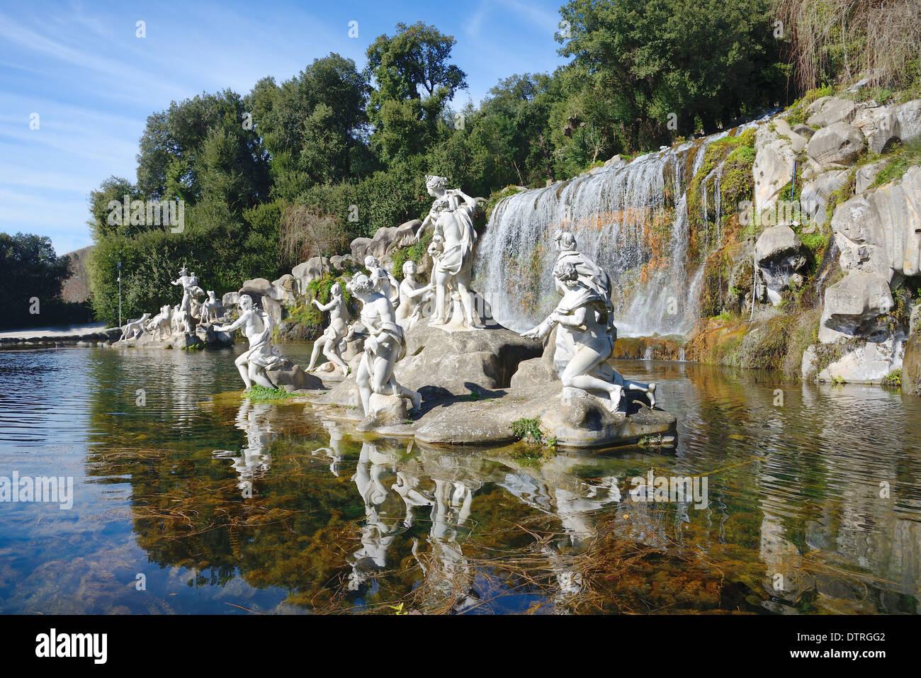 Jardines Con Cascadas Foto De Archivo Panorama De La
