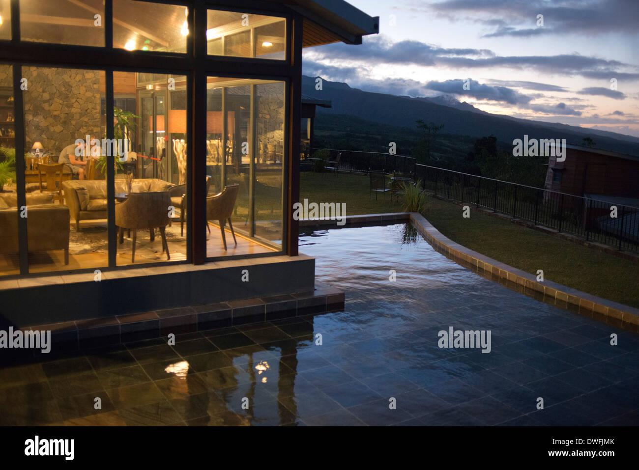 Puesta De Sol En Elel Diana Dea Lodge Situado En Un Parque De 150 Acres En La Isla De La Reunion Diana Dea Lodge Esta A 9 Km De Sainte Anne