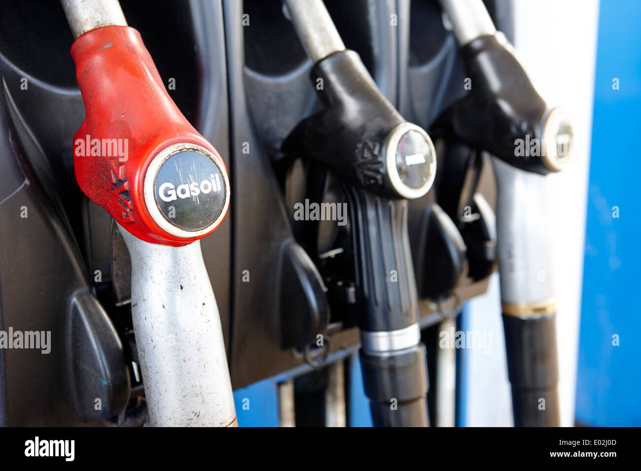 7c060ec8e864 Gas y petróleo diesel de alta velocidad las bombas diesel de biocombustible  en una gasolinera IRLANDA DEL NORTE