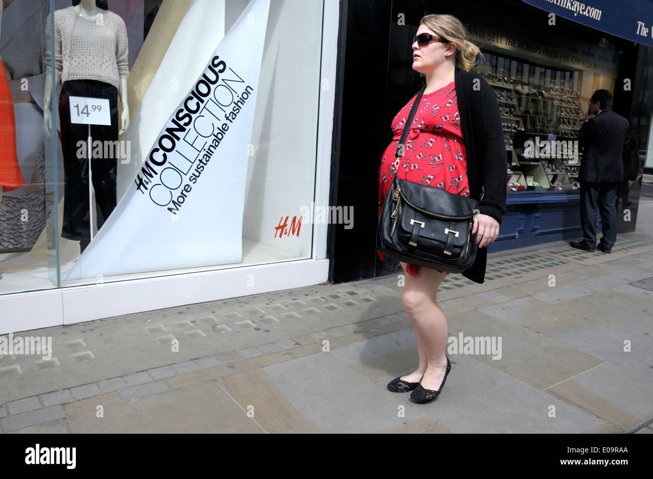 Pasando la tienda de ropa mujer embarazada - H M Colección consciente 1b83e32a95be
