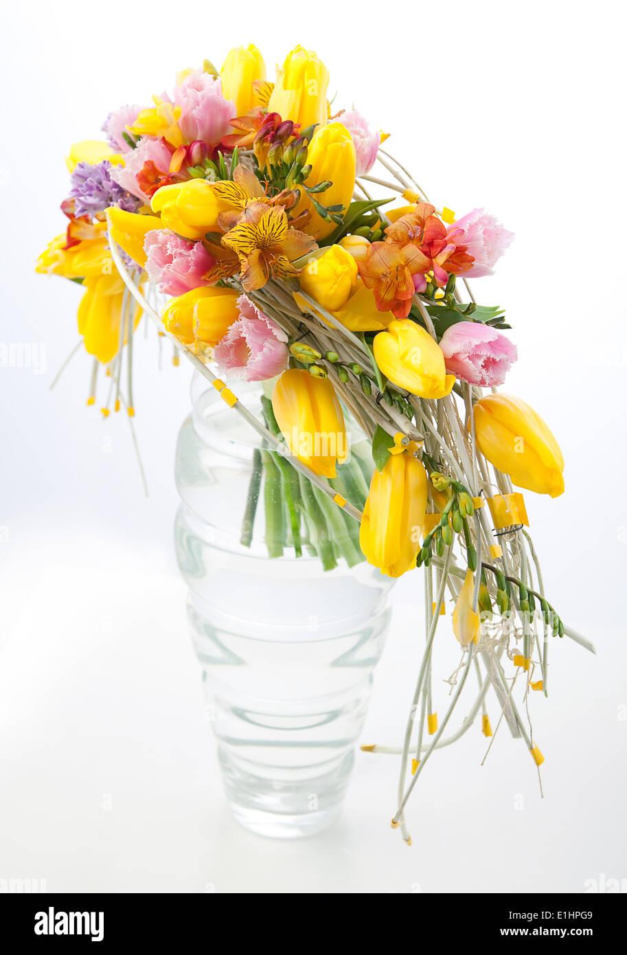 Floristeria Ramo De Flores Coloridas Disposicion Central En Jarron