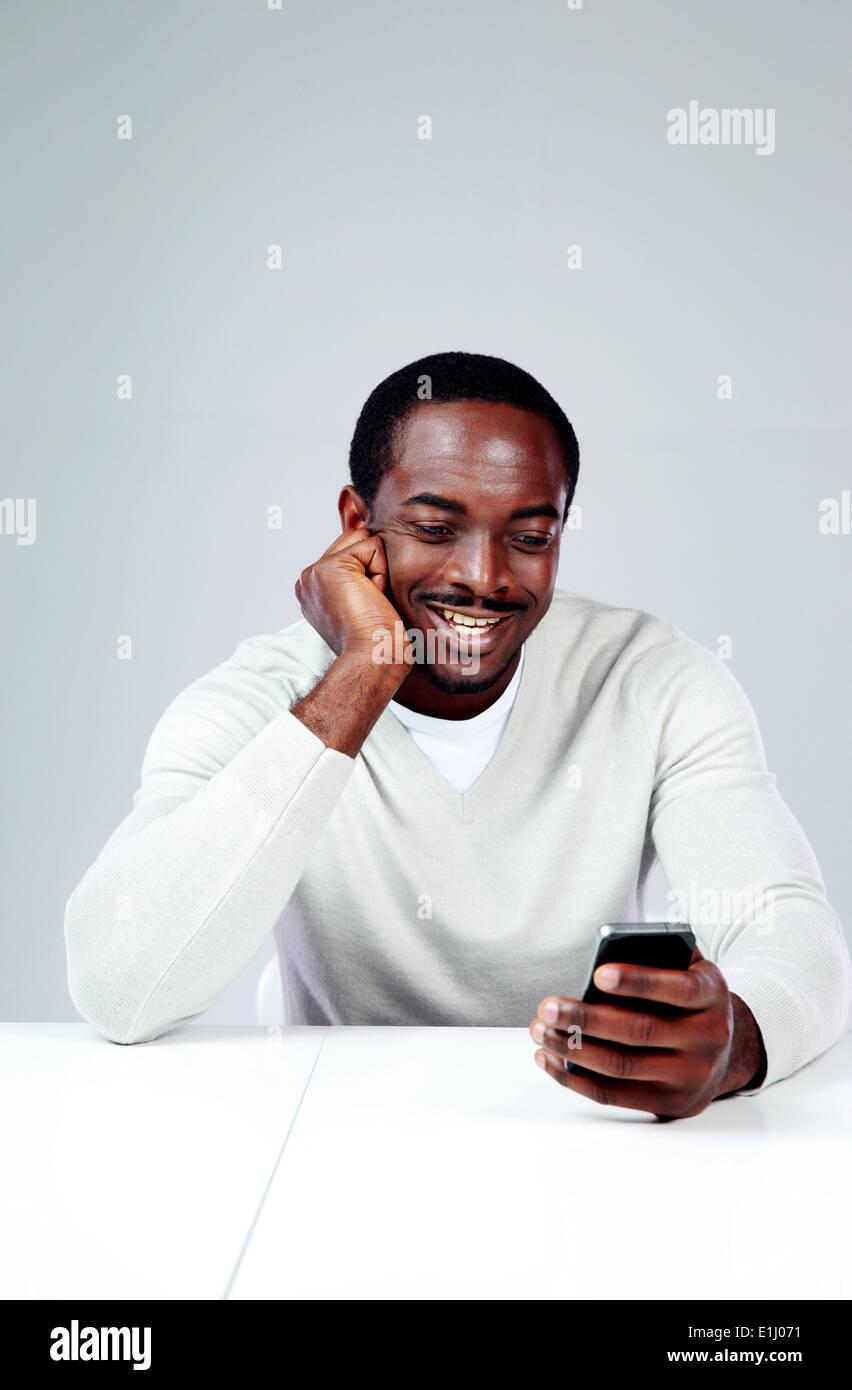 página web africano sentado en la cara