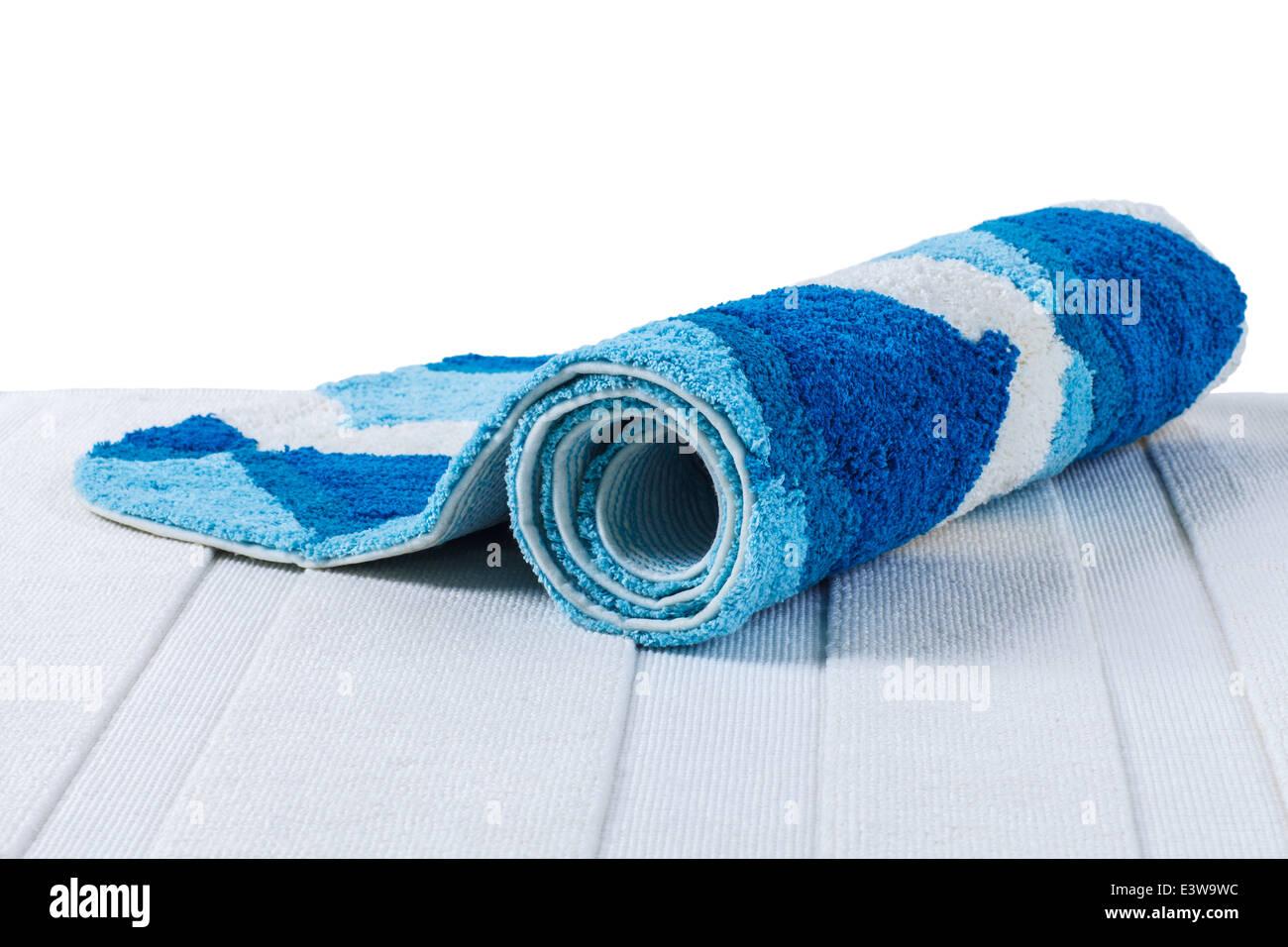 la alfombra azul enrollada sobre alfombra blanca foto & imagen de