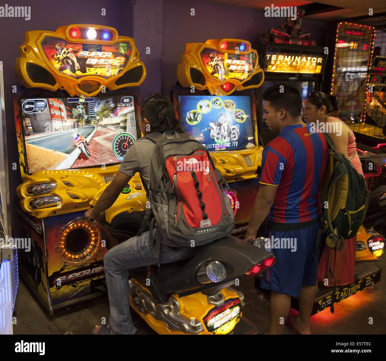 Coney Island Salas De Videojuegos Con Los Juegos Violentos Son